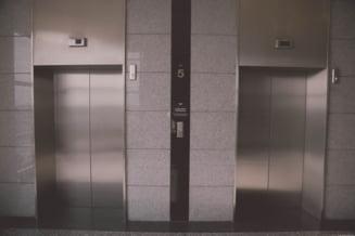 Barbat gasit mort in putul liftului, intr-o cladire din centrul Capitalei