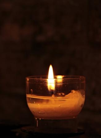 Barbat gasit mort la subsolul unui bloc din Piatra Neamt