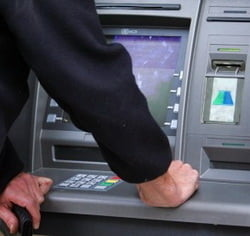 Barbati arestati, dupa ce au vrut sa arunce in aer un bancomat din Capitala