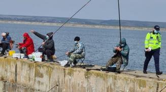 Barbati din Draganesti Olt, prinsi ca vindeau peste pescuit ilegal. S-au ales cu dosar penal