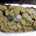 Barbatul care a descoperit tezaurul de monede de la Golesti, premiat cu 45.000 de lei de Ponta