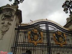 "Barbatul care a ranit politisti in fata Palatului Buckingham avea o sabie si a strigat ""Allah Akbar"""