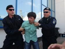 Barbatul care l-a scuipat pe Traian Basescu la Constanta vrea sa scape de inchisoare