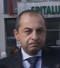 Barbatul care s-a aruncat de la balconul Parlamentului, in afara oricarui pericol (Video)