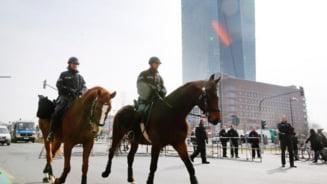 Baricade si sarma ghimpata in jurul sediului Bancii Centrale Europene