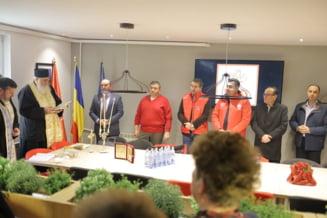 Baronul PSD de Neamt a chemat 3 popi si 2 ministri sa i se sfinteasca sediul (Galerie foto)