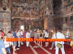 Basarabenii au ajuns la Curtea de Arges visand la Romania Mare