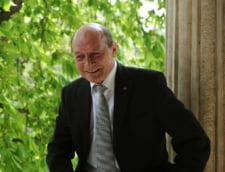 "Basescu: Am o strangere de inima vazand sefii de partide gata sa spuna ""Sa traiti!"" si la un caporal"