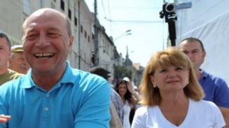Basescu: Barbatii muncesc mai mult acasa in arest la domiciliu, orice femeie s-ar bucura