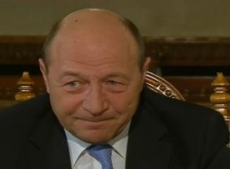 Basescu: Bugetul, scarmanat pentru revenirea salariilor. Nu e momentul scaderii CAS