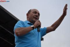 Basescu: Daca nu cade prin motiune Guvernul, bine ar fi sa-l dati jos. Puneti unul sa nu ne fie rusine