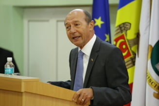 "Basescu: Igor Dodon, sfidat chiar la el acasa. Copiii au cantat ""Treceti, batalioane romane, Carpatii!"""
