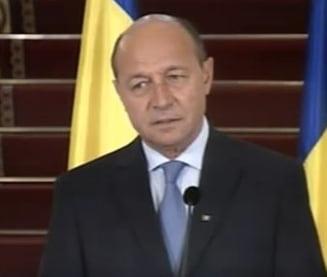 Basescu: Invit partidele la dialog pe tema revizuirii Constitutiei si reorganizarii tarii