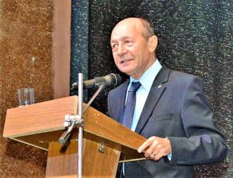 Basescu: Iohannis a ales cea mai comoda solutie, spre bucuria lui Daddy. Sa fie dragostea de la Grivco de vina?