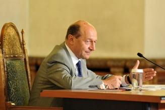 Basescu: Majorarea salariilor bugetarilor este preferabila reducerii CAS