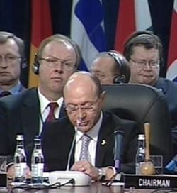 Basescu: NATO trebuie sa dea un raspuns celor care ii contesta valorile