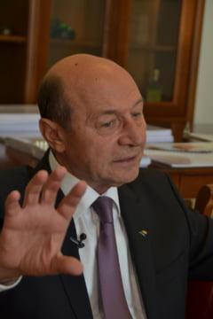 Basescu: Opozitia pare a face un blat rusinos cu PSD refuzand sa depuna o motiune de cenzura