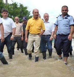 Basescu: Parlamentarii sunt suparati ca le-am luat din salariu, dar nu vin la sedinte