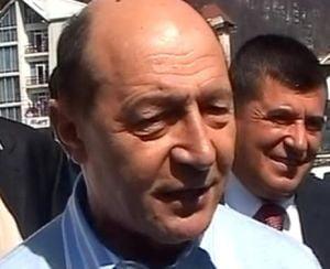 Basescu: Politicienii s-au strans ciorchine sa scape de mine