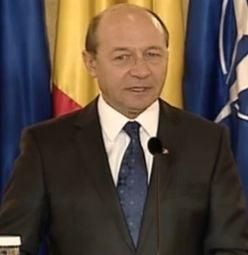 Basescu: Politicienii sa puna armele jos