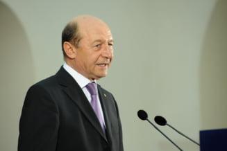 """Basescu: Ponta a scris un """"Nu"""", nemotivat, pe decretul de decorare a lui Patapievici"""