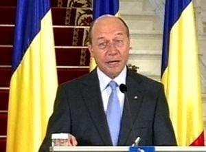 Basescu: Ponta arata slabiciune, premierii trebuie sa fie barbati