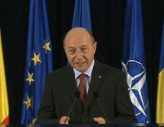 "Basescu: Ponta sa nu mai dea semnalul ""Lasati sa plece presedintele, ca recunosc Kosovo imediat"""