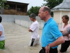 Basescu: Ponta si Dragnea, penibili. Cand te duci la inundatii, te poti uda pana la chiloti