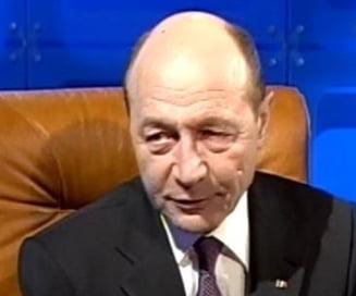 Basescu: Sunt pentru mentinerea obiectivului 2015 pentru aderarea la euro