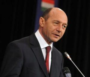 Basescu: Suspendarea majorarii salariilor e nedemocratica