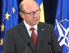 Basescu: Voi promulga fara retineri Legea cainilor vagabonzi