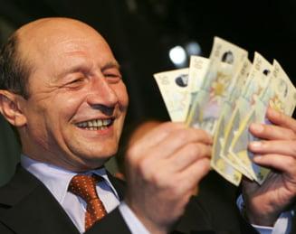 Basescu, amenintat cu suspendarea - Cat i-ar costa pe romani o criza politica?