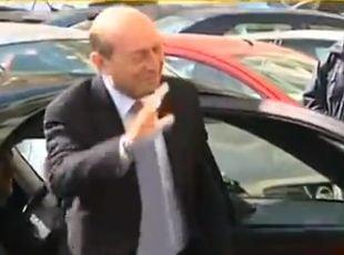 Basescu, audiat la Parchetul General: Huiduieli la intrare, urale la iesire - UPDATE