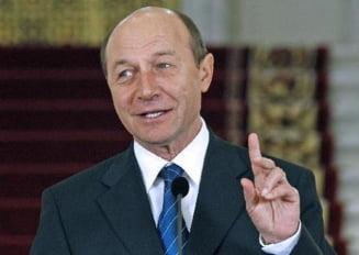 Basescu, catre studenti: Nu-i mai cereti Romaniei sa va primeasca inapoi, ea va asteapta!