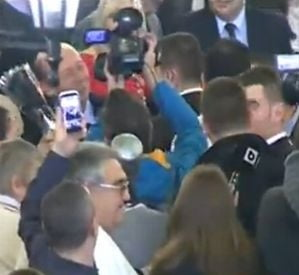 Basescu, de la Cotroceni la berarie: De ce sa fii suparat, dle?