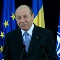 """Basescu, despre """"blestemul"""" de a spune cuiva """"rusine"""" si """"panaramele parlamentare"""" de la televizor"""