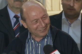Basescu, despre Firea: Incerc sa o tratez ca pe o mamicuta in luna a opta. Daca vrea ii botez copilul