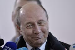 """Basescu, despre Nicusor Dan: """"Reprezentantul PNL si al neomarxistilor din USR este pe punctul de a pierde alegerile in favoarea unei primarite profund corupta"""""""