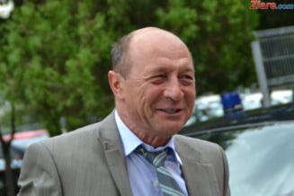 Basescu, despre Ponta si Iohannis: Doi diletanti, ii doare drept in partea de dinapoi de realitatea padurii (Video)