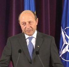 Basescu, despre modificarea statutului militarilor: Tradare nationala sau profunda prostie