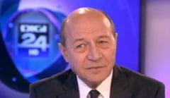 Basescu, dezgustat de Oprea: Eu am oprit masina sa iau un caine lovit