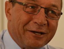 Basescu, huiduit la Arad: Stiu ca i-a trimis Voiculescu