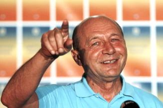 """Basescu, intrebat despre documentul pregatit de USL pentru CC: """"E dreptul lor"""""""