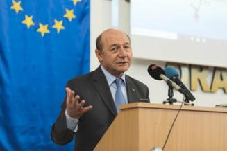 Basescu, la Chisinau: Este un macel in viata politica din Romania