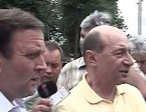 Basescu, la Patrauti: De ce v-ati pus casa aici, mai oameni buni? (Video)