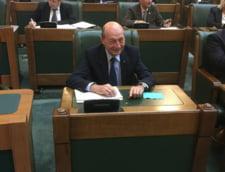 Basescu, la dezbaterea pe buget: Aveti doua trenuri pe aceeasi linie, din directii opuse, iar impiegatul e beat