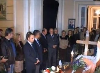 Basescu, la priveghiul lui Ion Diaconescu - vezi cum a fost intampinat (Video)