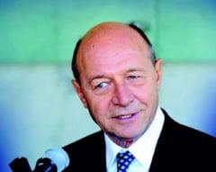"""Basescu, nou atac la """"lingatorul de clante de ambasade occidentale"""""""