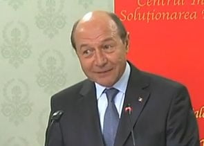 Basescu, prima reactie in scandalul banilor negri din campanie: SRS e un mincinos prost