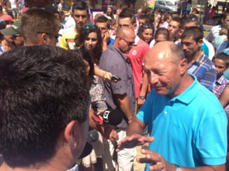 Basescu, unui sibian: Roaga-te sa nu faca nimic Guvernul pentru voi, altfel strica tot (Video)